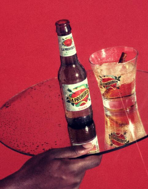 La Prohibida Cider con hielo y canela